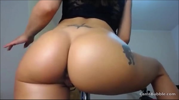 Big ass latina makes some moves on CamsBubble.com