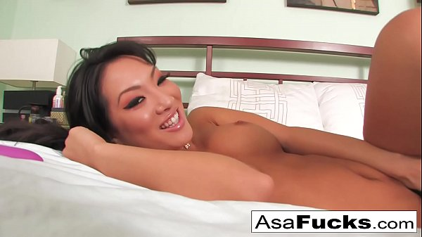 Asa Akira fingering herself and playing with her pink toy in her bed