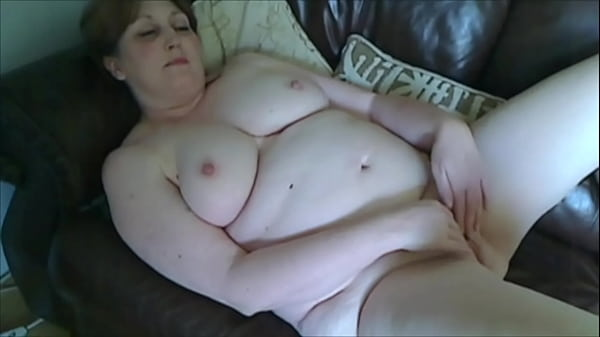 RUSTY AMATEUR REDHEAD REAL HOUSEWIFE EXPOSED ON HER COUCH STRIPING INSERTS 12' VIBRATOR P3