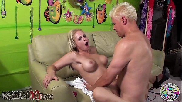 SARAH VANDELLA CUMS SO HARD UNTIL SHE ALMOST SPACES OUT!