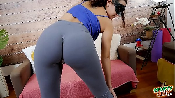 Take a Look at that PAWG in Tight Leggings Exposing Deep Cameltoe! Thumb
