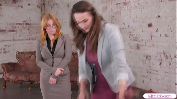 Realtor anal toyed by her busty client