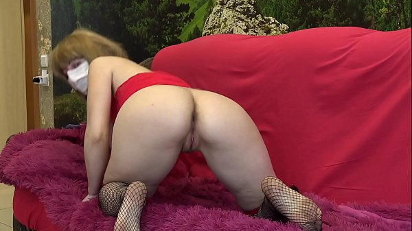 Blonde with a juicy ass masturbates hairy pussy...