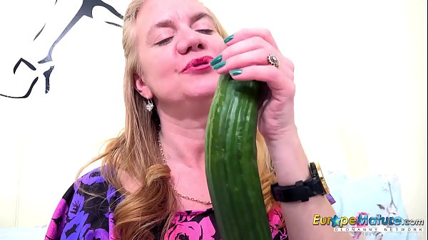 EuropeMaturE One Mature Her Cucumber and Her Toy Thumb