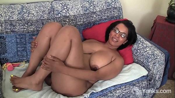 Yanks Ebony Natalia Johnson Fixes Her Vibrator Thumb