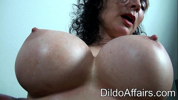 Dildoaffairs Sklavin Michaela O Brilliant Red D...