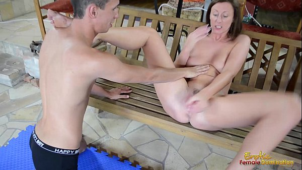 Lara Latex makes slave to fuck with toy tb6