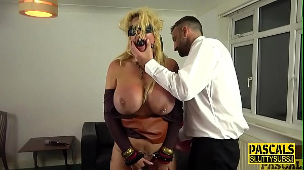סרטי סקס Tied up and blindfolded busty milf sub