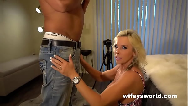 Wifey Shows How To Suck Off A Huge Cock And Swallow The Full Load