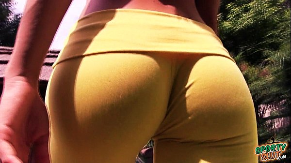 Cameltoe n Ass! Outdoor Stretching & Yoga. Tight Yoga Pants