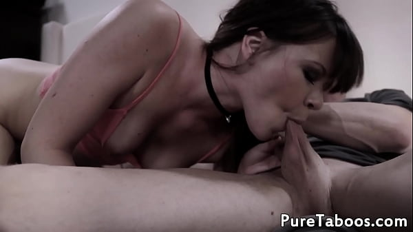 Glam babe blows cock and balls in threesome
