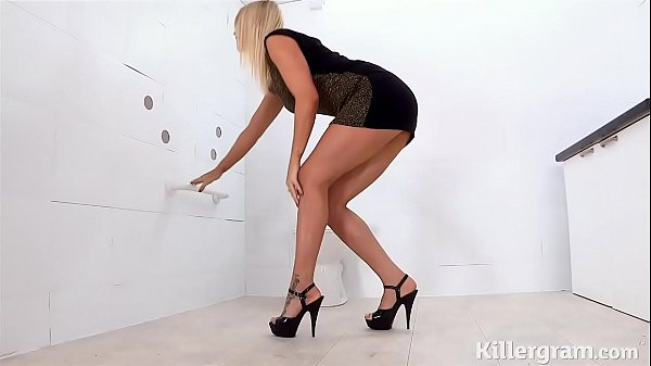 Hot blonde in hardcore threesome in the gloryhole Thumb