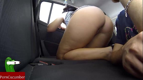 Drunks eating pussy in a car