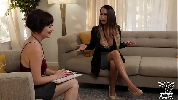 Desperate Housewife Meets A Sexual Psychologist - Jessica Ryan, McKenzie Lee