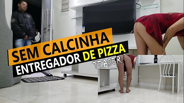 Cristina Almeida receiving pizza delivery in mini skirt and without panties in quarantine.