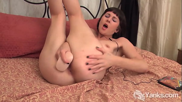 Yanks Beauty Coral Aorta Toys Her Twat
