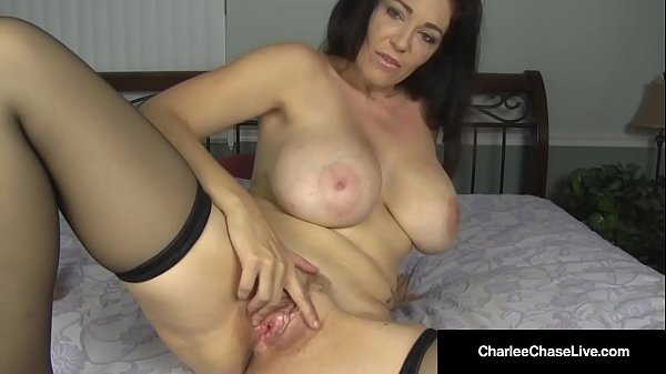 Kentucky Bred Charlee Chase Rubs Her Clit & Plu...