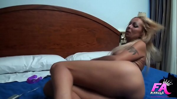 Tamarah Dix tries our dildos and ends up having...