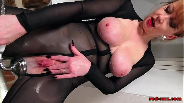 Red fucks her pussy with BBC in bathtub