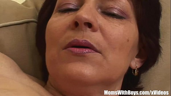 Lingerie Mama Eva Old And Young Couch Fuck Thumb