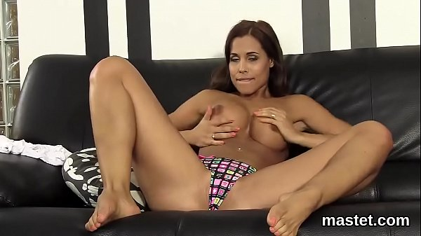 Spicy czech kitten opens up her pink slit to th...