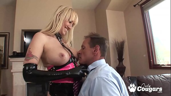 Alana Evans Puts On Her Favorite Latex To Service A Dick