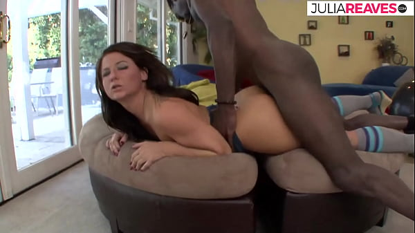 Laura screams and moans so loud during sex with her black boyfriend Thumb