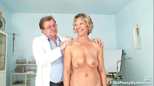 Vanda has her horny mature pussy opened by speculum Thumb