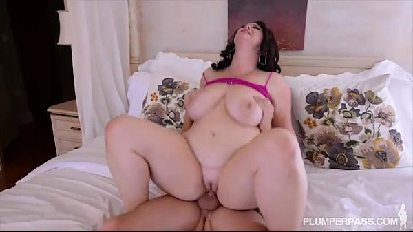 Plump Big Tit MILF Gets Fucked in the Ass by College Stud Thumb