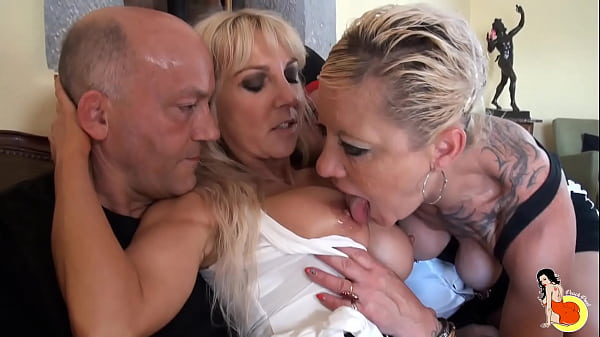 Clara receives her girlfriend Thérèse and having a hardcore orgy