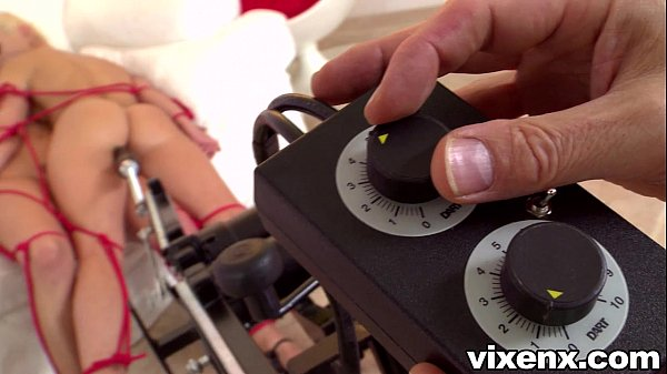 vixenx Two blonde babes fucked by fuckmachine Thumb