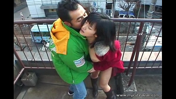 Hot Asian outdoor blowjob here