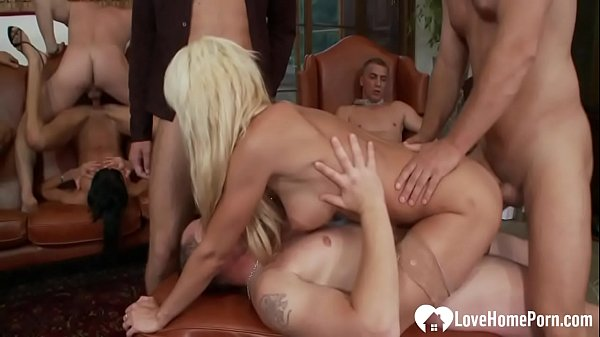 Horny babes are fucked in a hot gangbang Thumb