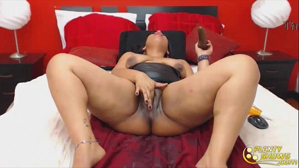 Beautiful latin gets triple squirt fontain
