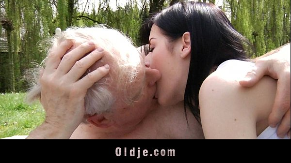 Young brunette slut fucks with grandpa in the park Thumb