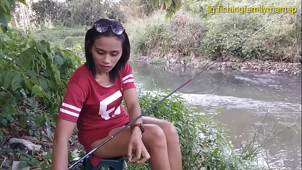 Upskirt of sexy Indonesian woman while she's fishing