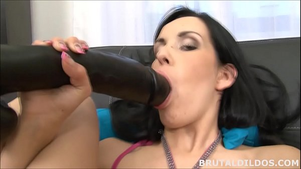 Elis feeds her pussy a b. dildo until she creams