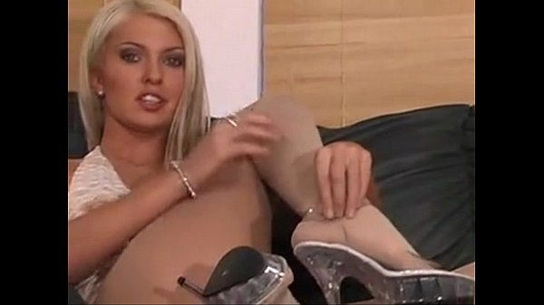 Kelle Marie pantyhose action