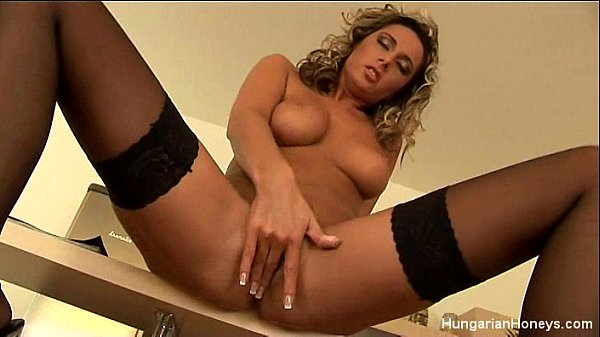 Hot Babe Fingers Her Pussy