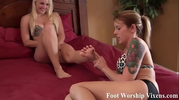 I want to give you a footjob with my amazing size 10 feet