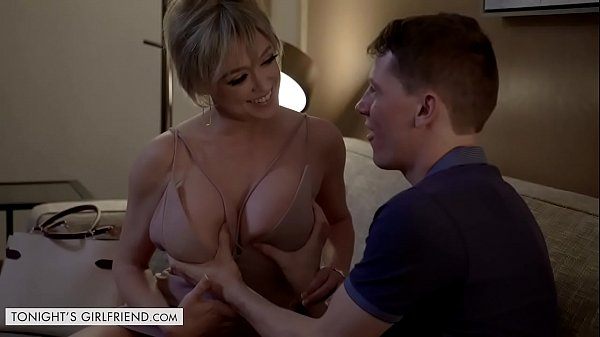 Tonights Girlfriend - Dee Williams is the hot m...