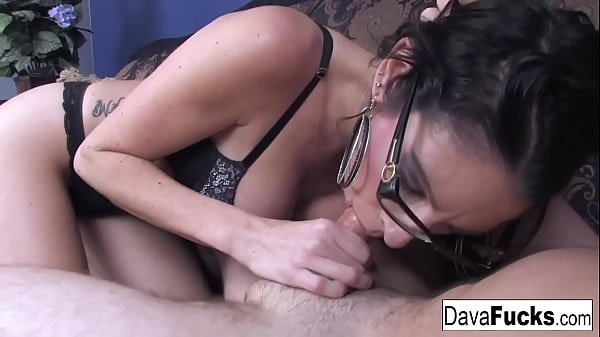 Brunette Dava gives a hot blowjob