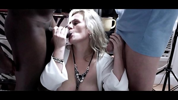 Heather C Payne sucking two massive cocks in exclusive video Thumb
