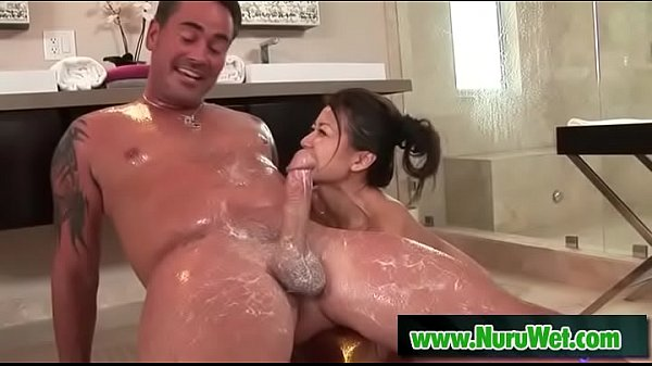 Sexy Jackie Lin gives oil massage