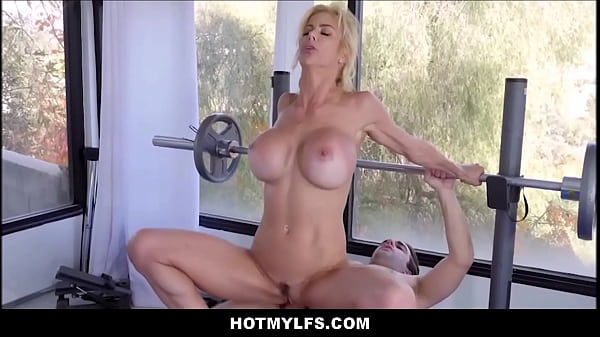 Blonde MILF With Big Tits Lets Nerdy Guy From Gym Fuck Her During Workout
