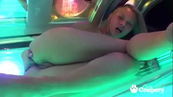 Willa Fingers Her Asshole Inside A Tanning Bed Thumb