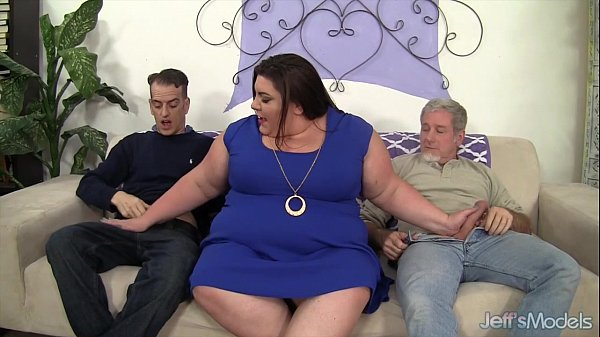 Horny, chubby Bella Bendz gets her pussy double dicked Thumb