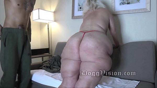 Amber Connors 56y Wide Hips Squirt Wife GILF Tr...