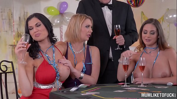 Milfs Cathy Heaven & Leigh Darby & Jasmine Jae Cum During New Year's Orgy Thumb