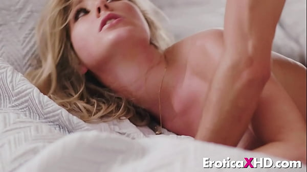Horny young blonde Vienna Rose